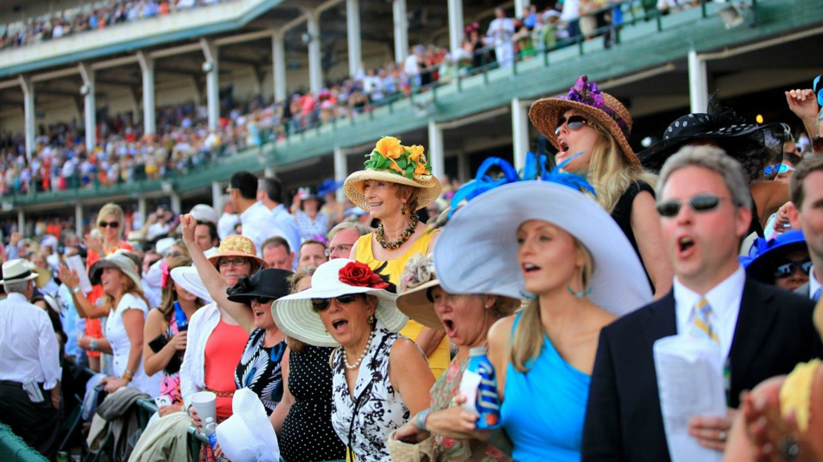 Hotels Near Churchill Downs - Crowd